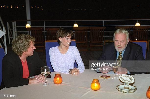 Gunther Emmerlich Bernhard Brink Francine Jordi Stammtisch vor Restaurant Alter Fritz ARDShow Zauberhafte Heimat MS Deutschland MittelmeerKreuzfahrt...