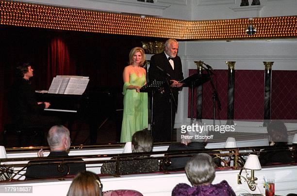 Gunther Emmerlich Deborah Sasson Hintergrundmusiker Publikum Abend für zwei Kaisersaal ARDShow Zauberhafte Heimat MS Deutschland MittelmeerKreuzfahrt...