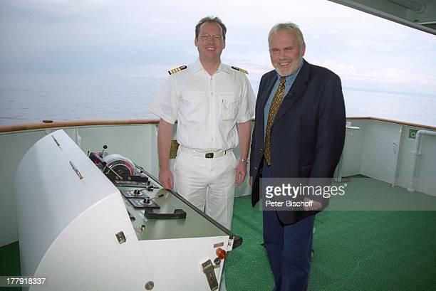 Gunther Emmerlich Hayo Janssen ARDShow Zauberhafte Heimat MS Deutschland MittelmeerKreuzfahrt Kreuzfahrtschiff Schiff Schlips Krawatte Jackett Sacko...