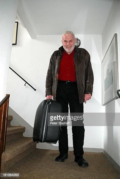 Gunther Emmerlich Homestory Dresden Sachsen Deutschland Koffer Moderator Sänger ProdNr 438/2007