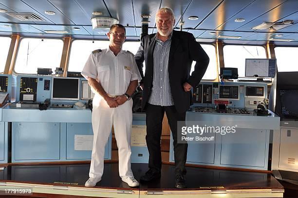 """Gunther Emmerlich , Kapitän, Mittelmeer-Kreuzfahrt, Kreuzfahrtschiff MS """"Athena"""" , Europa, Brücke, Kreuzfahrt-Schiff, Luxusliner, Uniform, Moderator,..."""