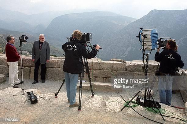 "Gunther Emmerlich , Professor Dr. Wolf-Dietrich Niemeier , Drehteam, Landgang, ARD-Show ""Zauberhafte Heimat"", Delphi, Griechenland, Europa, M i t t e..."