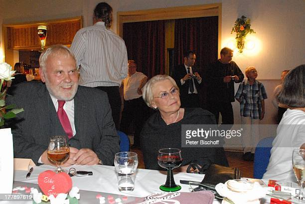 """Gunther Emmerlich, Schwester Ursula Böhme, Hochzeitsfeier Hochzeit Sven und Elke Hoep, Hotel-Restaurant """"Friedrichs-Tanneck"""", Eisenberg, Thüringen,..."""
