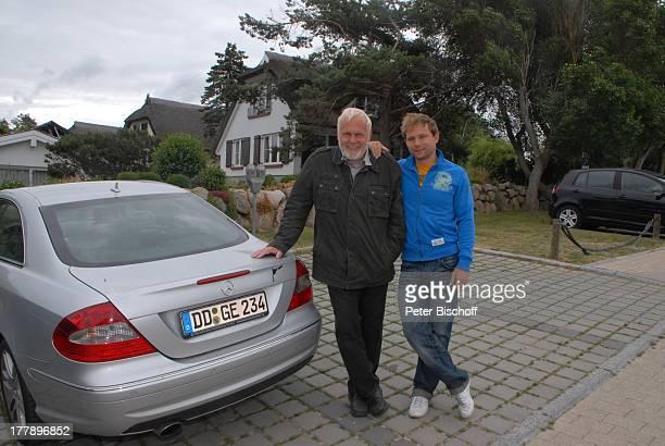 Gunther Emmerlich Sohn Johannes Parkplatz am RomantikHotel 'Fischerwiege' Ostseebad Ahrenshoop MecklenburgVorpommern Deutschland Europa Ostsee Urlaub...