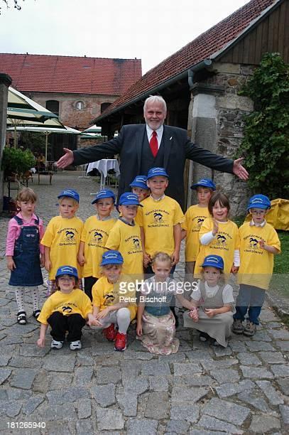 Gunther Emmerlich Spatzenchor vom Kindergarten Die Schatzinsel Geburtstagsfeier Feier zum 60Geburtstag von G u n t h e r E m m e r l i c h Weißig...