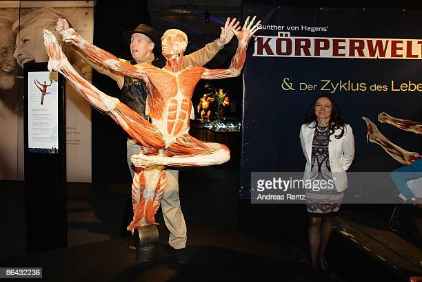 Gunther von Hagens poses with the jumping dancer exhibit at his 'Body Worlds' exhibition at Postbahnhof on May 6 2009 in Berlin Germany The exhibit...