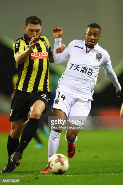 Guram Kashia of Vitesse Arnhem battles for the ball with Alassane Plea of OGC Nice during the UEFA Europa League group K match between Vitesse and...