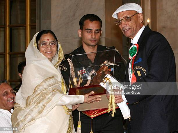 Gurdial Singh receiving Tenzing Norgay National Adventure award 2006 for Life Time Achievement from Pratibha Devisingh Patil President of India in...