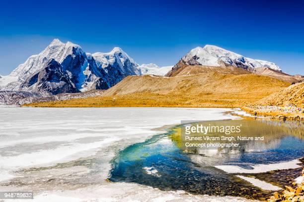 gurudongmar lake - sikkim stock pictures, royalty-free photos & images