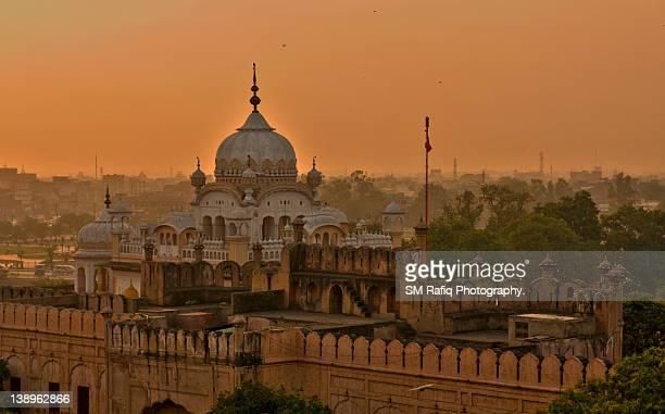 gurudwara dera sahib - lahore pakistan stock pictures, royalty-free photos & images