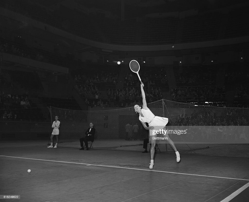 Gussie Moran Playing Tennis : News Photo