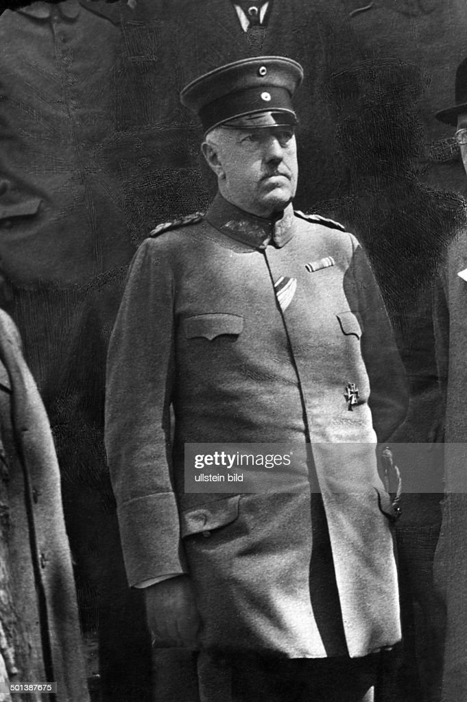 Gustav Karl Emil Beatus Freiherr von Hollen *1851-07.11.1917+ German army officer, general Portrait - undated  : News Photo