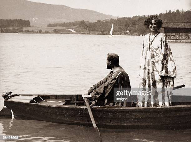 Gustav Klimt with Emilie Floege in rowing boat on Atter lake Photography about 1909/10 [Gustav Klimt im Kittel mit Emilie Floege im Ruderboot am...