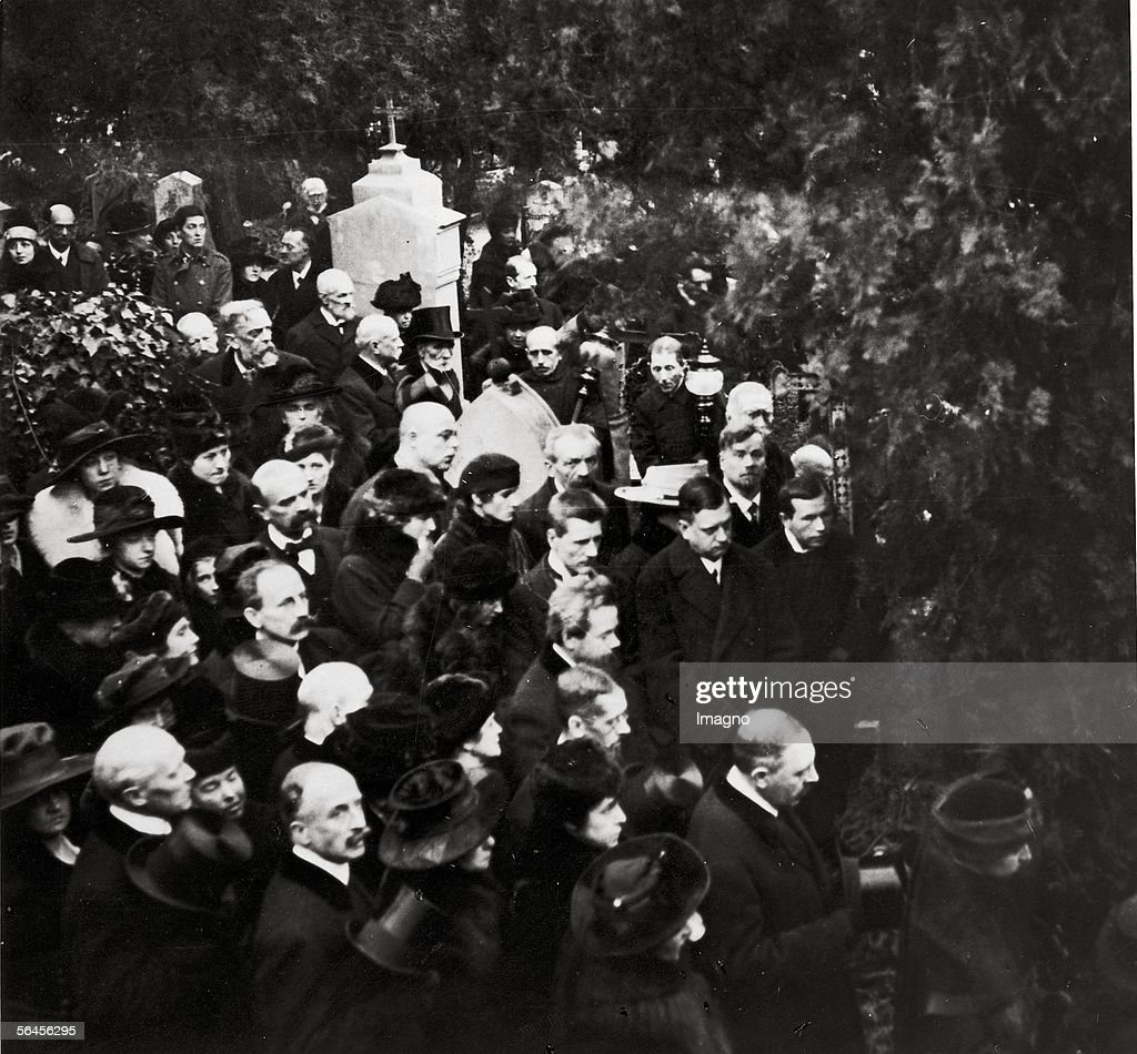 Gustav Klimt?s funeral on February 9th 1918 : Nachrichtenfoto