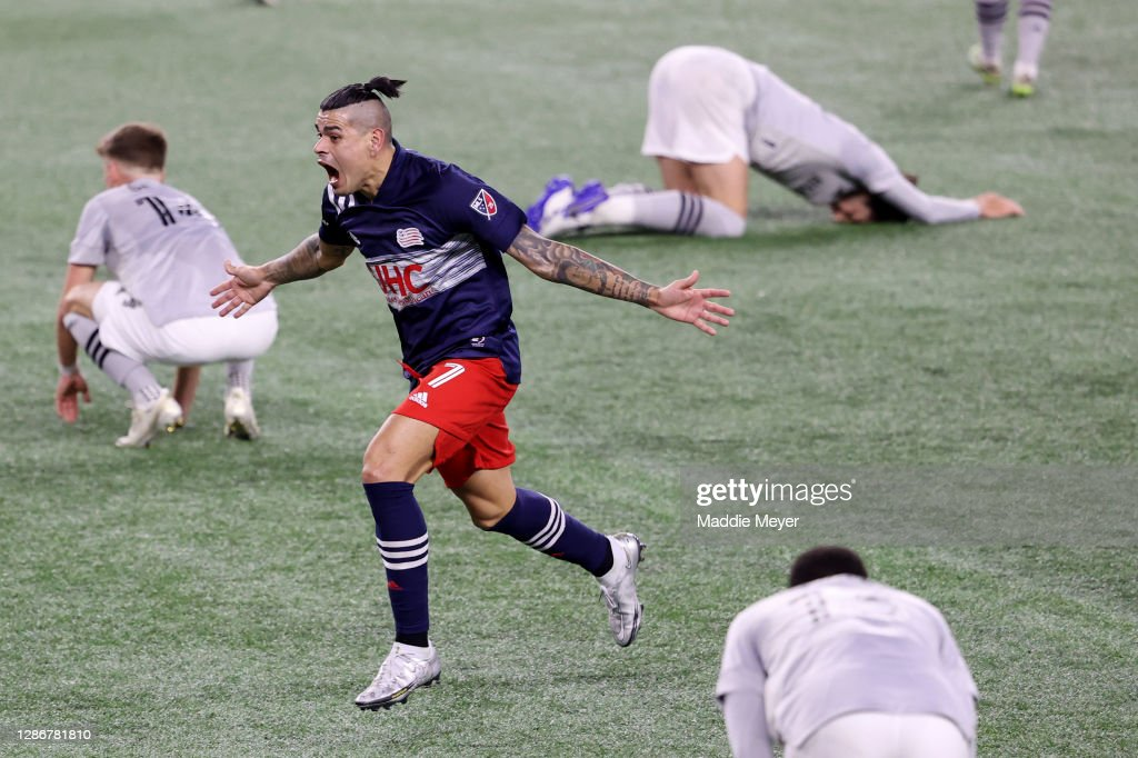 Montreal Impact v New England Revolution: Play-In Round - MLS Cup Playoffs : News Photo