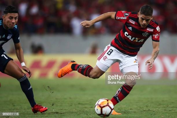 Gustavo Cuéllar of Flamengo struggles for the ball with a Joao Rojas of Emelec during a Group Stage match between Flamengo and Emelec as part of...