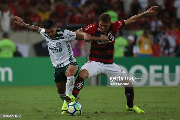 Gustavo Cuellar of Flamengo struggles for the ball with Dudu of Palmeiras during a match between Flamengo and Palmeiras as part of Brasileirao Series...