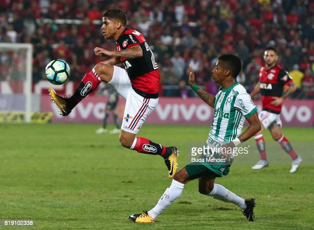 Gustavo Cuellar of Flamengo struggles for the ball with Tche Tche of Palmeiras during a match between Flamengo and Palmeiras as part of Brasileirao...