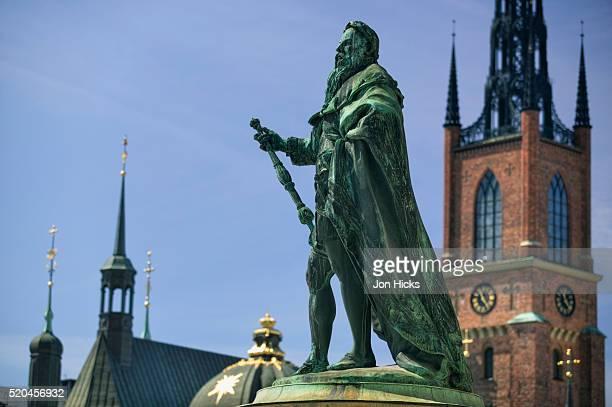 gustavo erici statue and riddarholm church - riddarholmkirche stock-fotos und bilder
