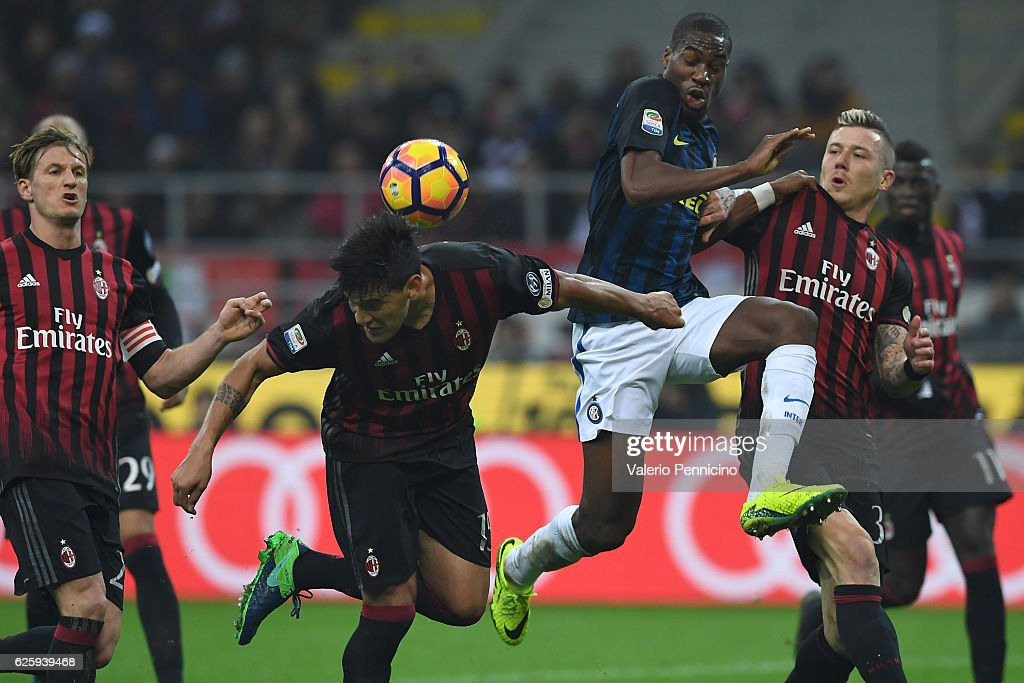Gustavo Gomez (L) of AC Milan in action against Geoffrey Kondogbia of FC Internazionale during the Serie A match between AC Milan and FC Internazionale at Stadio Giuseppe Meazza on November 20, 2016 in Milan, Italy.