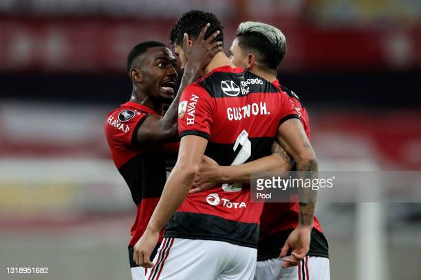 Gustavo Henrique of Flamengo celebrates with teamamtes after scoring the second goal of his team during a match between Flamengo and LDU as part of...