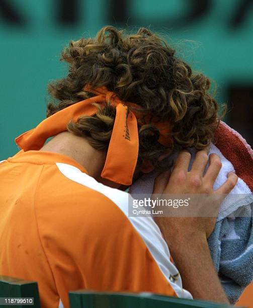 Gustavo Kuerten is stung by Albert Costa, who advanced to the quarterfinals of the 2002 French Open with his 6-4, 7-5, 6-4 win.
