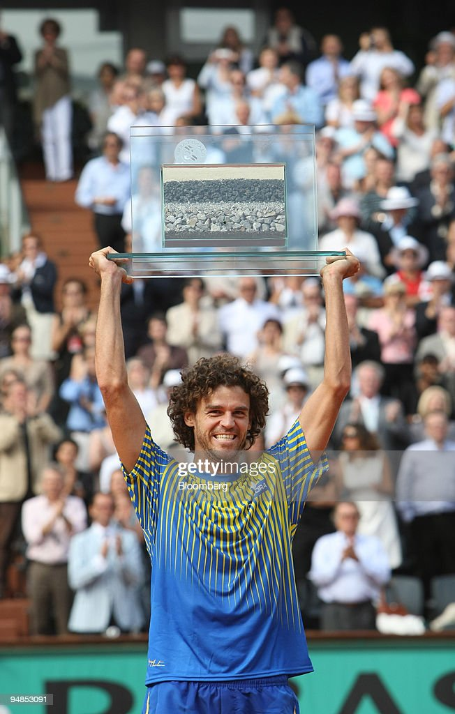 Gustavo Kuerten, of Brazil, also known as the ''King of Clay : News Photo