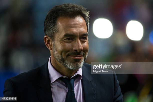 Gustavo Matosas coach of America gestures during a quarterfinal first leg match between Pachuca and America as part of Clausura 2015 Liga MX at...