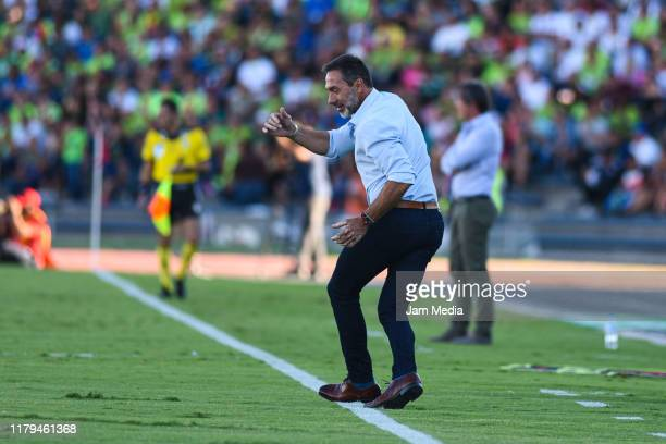 Gustavo Matosas head Coach of San Luis reacts during the 13th round match between FC Juarez and Atletico San Luis as part of the Torneo Apertura 2019...