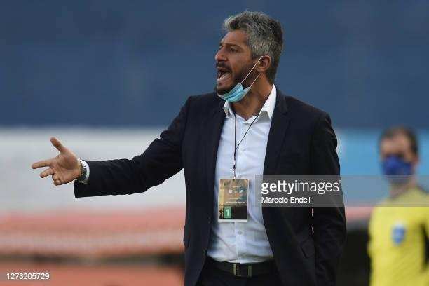 Gustavo Munua coach of Nacional looks on during a group F match of Copa CONMEBOL Libertadores 2020 between Racing and Nacional at Juan Domingo Peron...