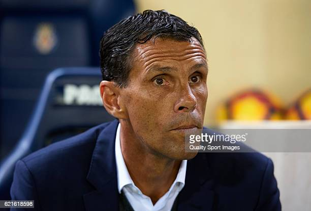 Gustavo Poyet Manager of Betis looks on prior to the La Liga match between Villarreal CF and Real Betis at El Madrigal on November 06 2016 in...