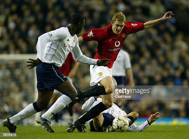 Gustavo Poyet of Tottenham Hotspur tries to tackle Darren Fletcher of Manchester United during the FA Barclaycard Premiership match between Tottenham...