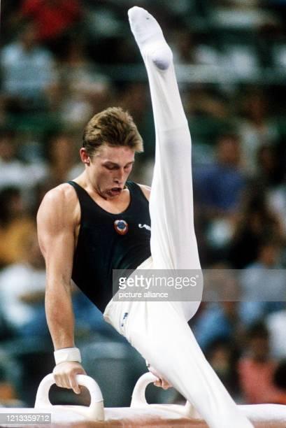 GUSTurner Witali Scherbo am Seitpferd in Aktion Er gewinnt bei den Olympischen Spielen am in Barcelona an diesem Gerät die Goldmedaille mit 9925...