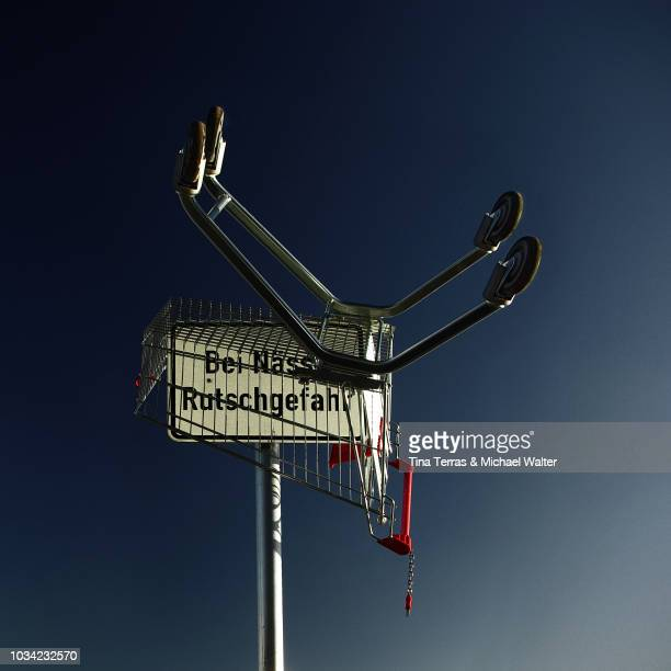 guten rutsch zu silvester - shopping cart on new year's eve - irony stock pictures, royalty-free photos & images