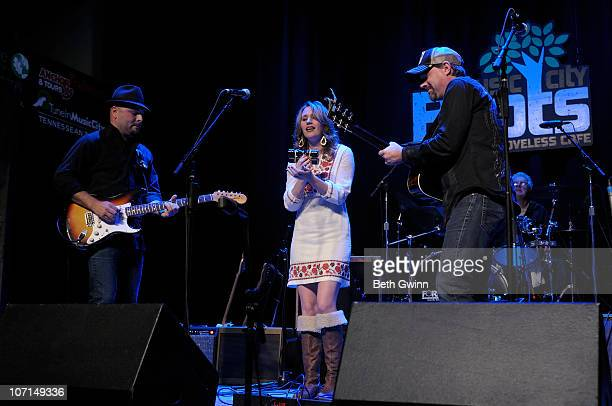 Guthrie Trapp Jessi Alexander Jon Randall Stewart and Larry Atamanuik of 18 South perform for Music City Roots at The Loveless Barn on November 24...