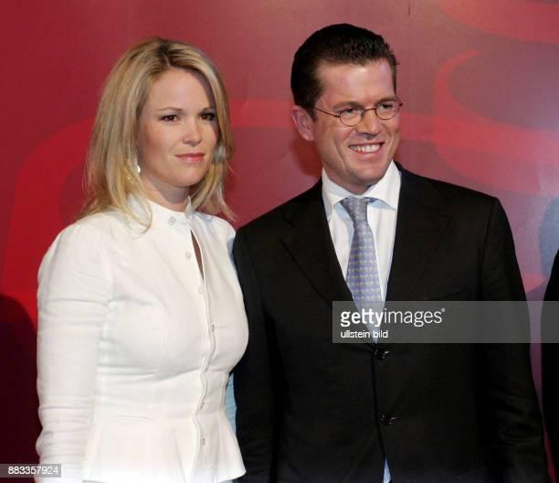 Guttenberg KarlTheodor zu Politiker CSU D Bundesminister fuer Wirtschaft und Technologie mit Ehefrau Stephanie