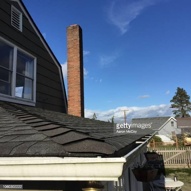 gutters and chimney - gordelroos stockfoto's en -beelden