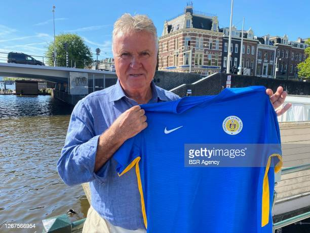 Guus Hiddink showing the jersey of Curacoa after he presented himself as the new technical director and head coach of Curacoa on August 21, 2020 in...