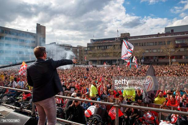 Guus Meeuwis supporters of PSV during the PSV Championship celebration at the City hall on April 16 2018 in Eindhoven Netherlands