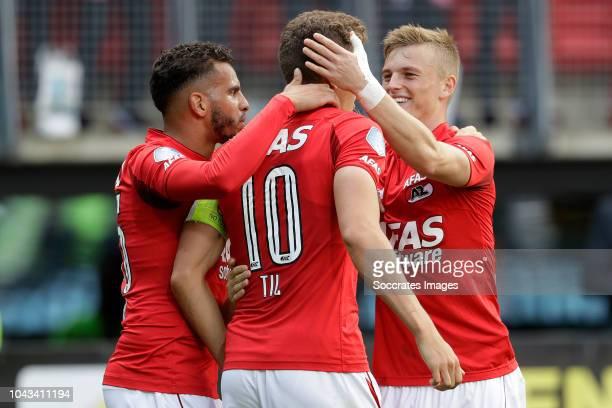 Guus Til of AZ Alkmaar celebrates 21 with Adam Maher of AZ Alkmaar Albert Gudmundsson of AZ Alkmaar during the Dutch Eredivisie match between AZ...