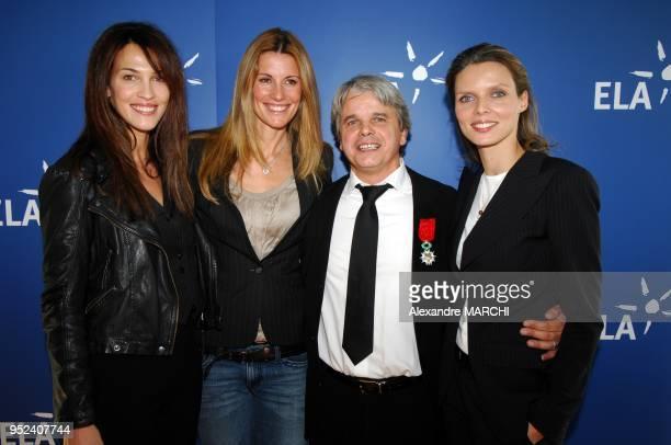 Guy Alba entoure des exmiss France Linda Hardy Sophie Thalmann et Sylvie Tellier qui ont pose dans un calendrier vendu au profit de l'association ELA