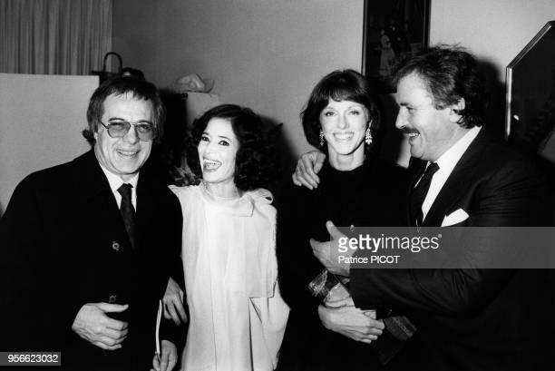 Guy Bedos Annie Duperey et Victor Lanoux félicitent MarieJosée Nat après la 1ère de 'Désiré' le 8 février 1984 à Paris France