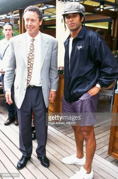 Guy Drut et Yannick Noah au tournoi de tennis de Roland Garros en juin 1995 Paris France