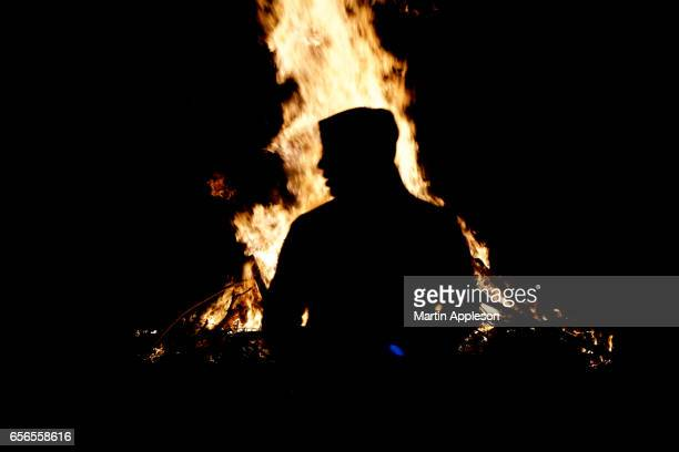 guy fawkes bonfire - guy fawkes day stock photos and pictures