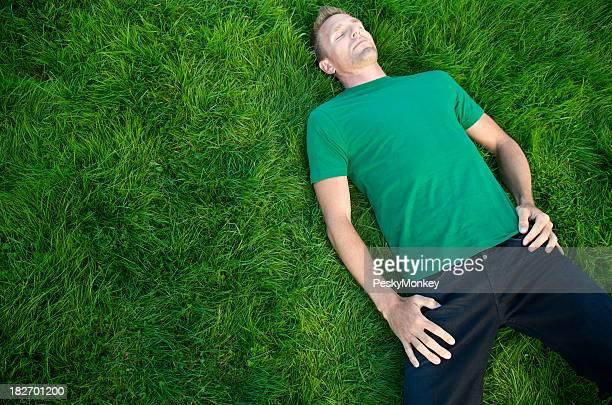 ギィグリーンの T シャツに Naps 芝生