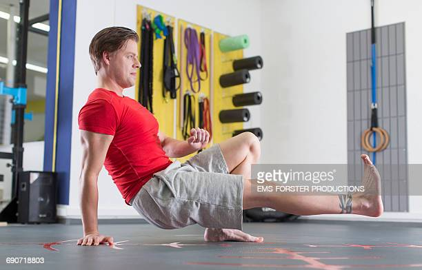 guy in his mid thirties in a fitness studio - ems forster productions stock pictures, royalty-free photos & images