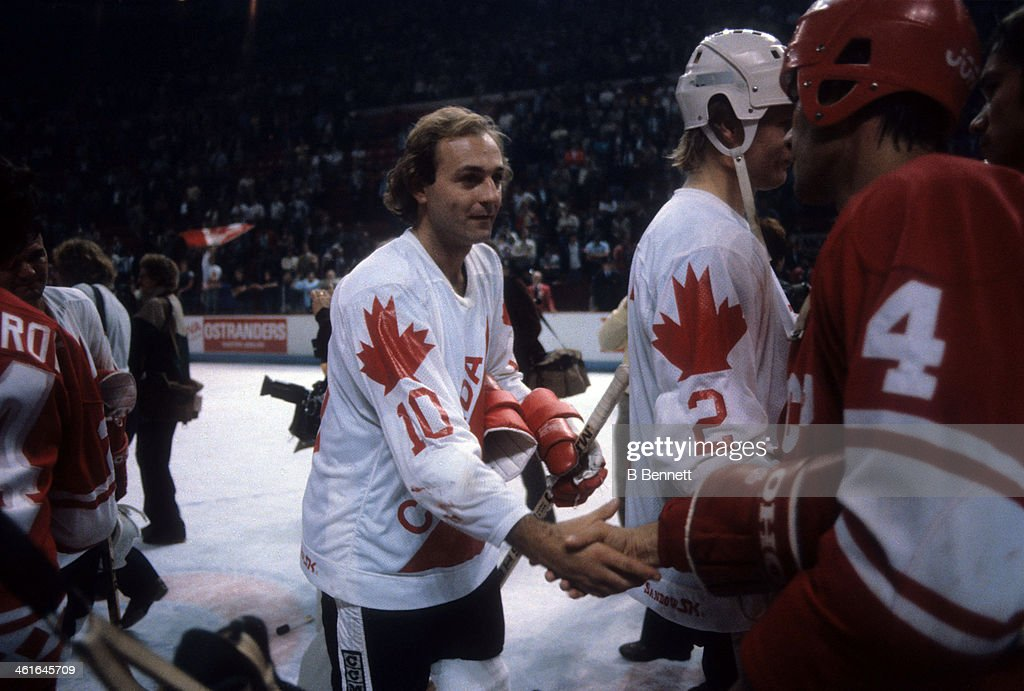 1981 Canada Cup - Final:  Soviet Union v Canada : News Photo