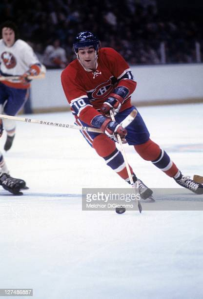Guy Lafleur of the Montreal Canadiens skates with the puck during an NHL game against the New York Islanders circa 1976 at the Nassau Coliseum in...