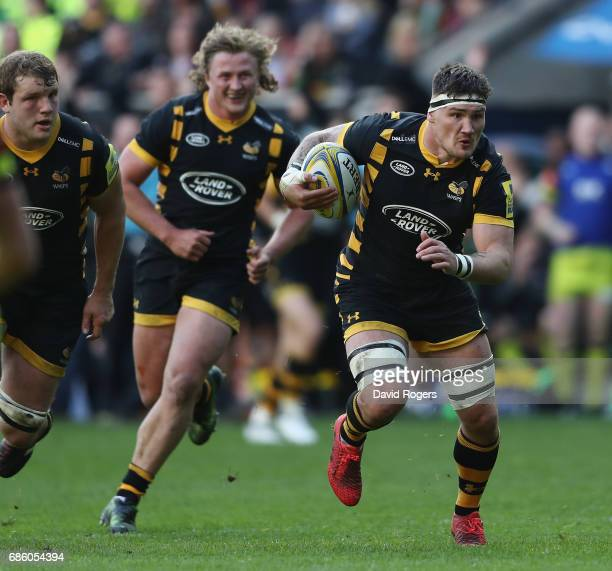 Guy Thompson of Wasps breaks with the ball during the Aviva Premiership semi final match between Wasps and Leicester Tigers at The Ricoh Arena on May...