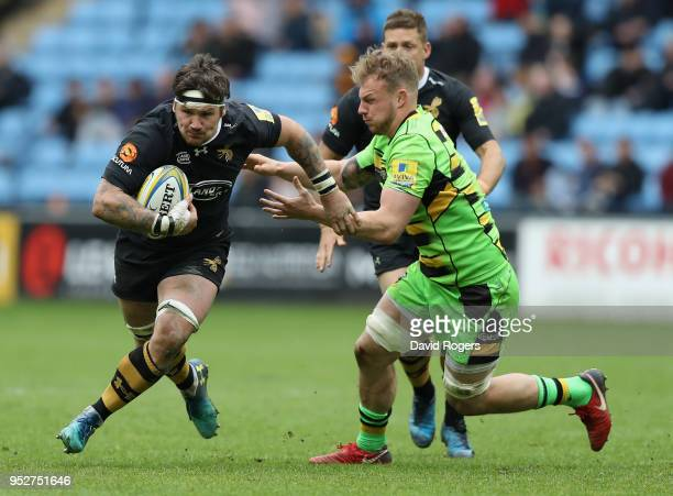 Guy Thompson of Wasps moves past Mitch Eadie during the Aviva Premiership match between Wasps and Northampton Saints at The Ricoh Arena on April 29...